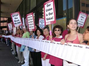 Nurses surround NLRB office in Los Angeles , 2006